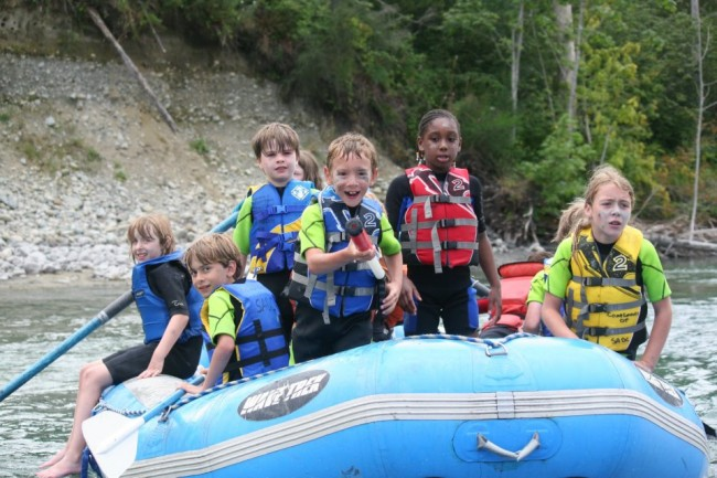 outdoor_sports_kids_rafting