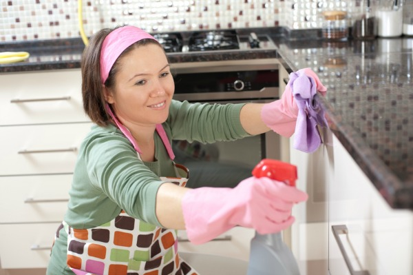 woman-cleaning-kitchen-600