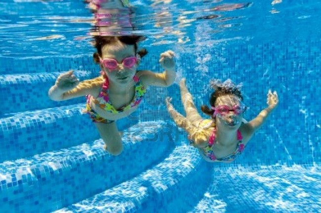 9680125-two-underwater-kids-in-swimming-pool