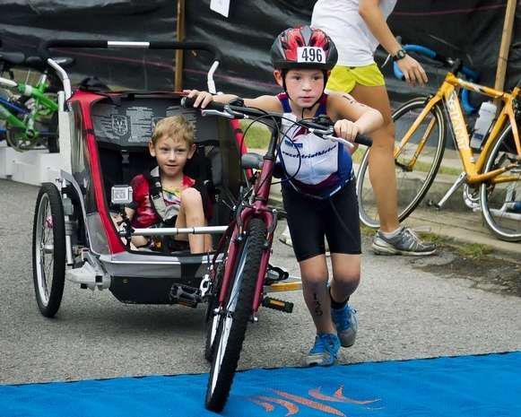 Hermanos-Long-corriendo-en-bici3