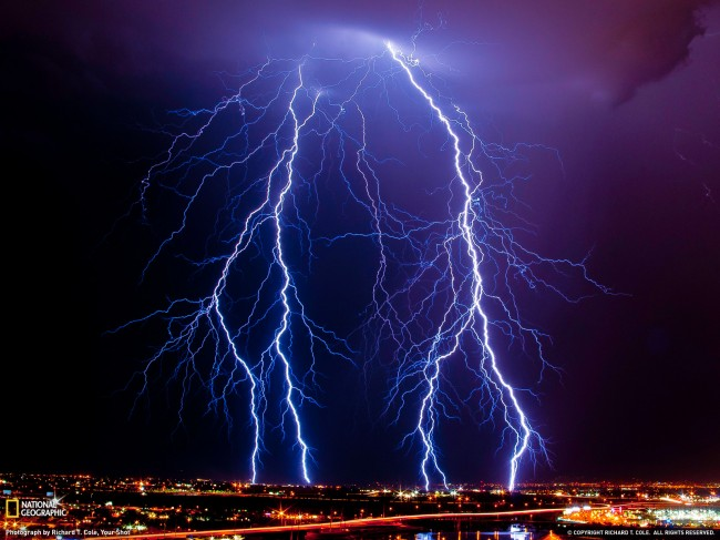 Posted-in-sky-wallpaper-thunder-storm-world-wallpaper-email-this
