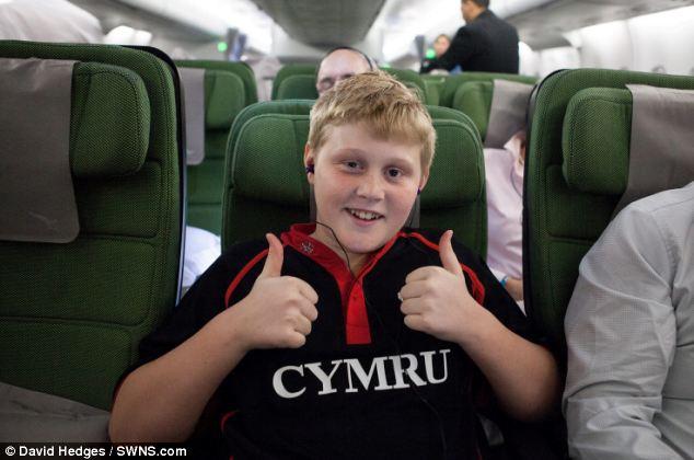 Ξεπέρασε τη φοβία του για τα αεροπλάνα μέσω υπνωτισμού και επέστρεψε σπίτι του μετά από ένα χρόνο!
