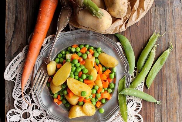 peas-carrots-and-potatoes-600x401-105830