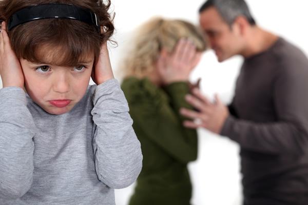 Ενδοοικογενειακή Βία: Ποιες είναι οι επιπτώσεις στην ψυχική υγεία των παιδιών και των εφήβων; Στείλτε μας τις ερωτήσεις και τα βιώματά σας για την ανοιχτή συζήτηση στις 25/11 στον Ιανό