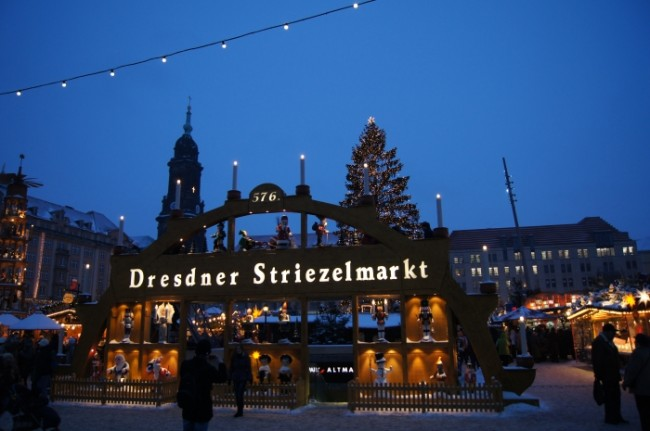 l57815-architekturfotografie-weihnachten_in_dresden_-_striezelmarkt