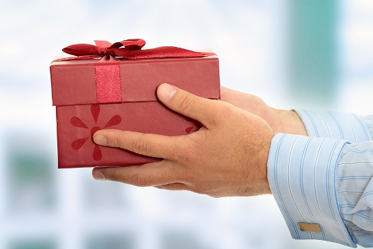 man-giving-woman-gift