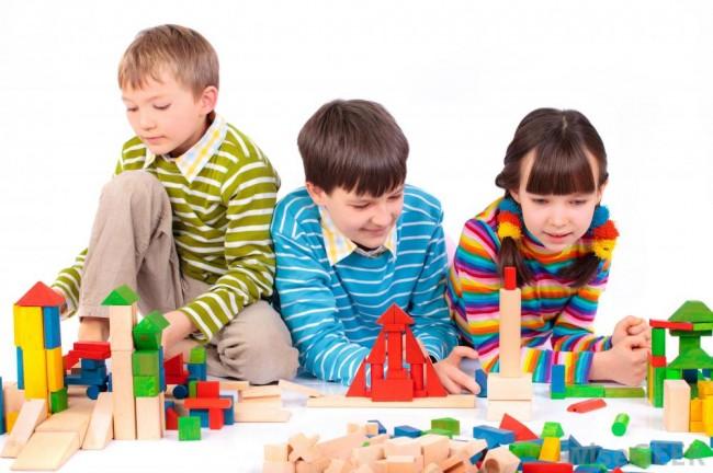 children-playing-with-blocks