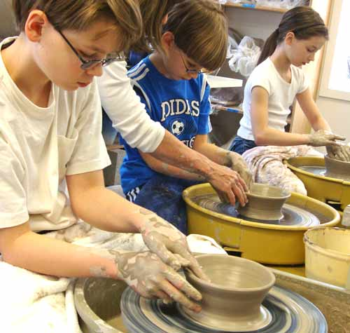 group-kids--pottery-wheel