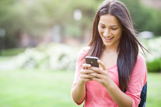 teen-girl-with-smartphone
