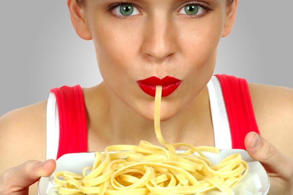 woman-eating-pasta