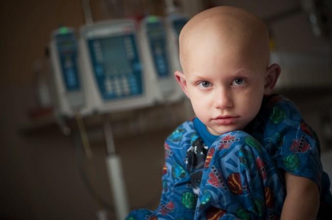 Οι κανόνες της ΕΕ στερούν από τα παιδιά με καρκίνο το δικαίωμα στη δοκιμή νέων φαρμάκων