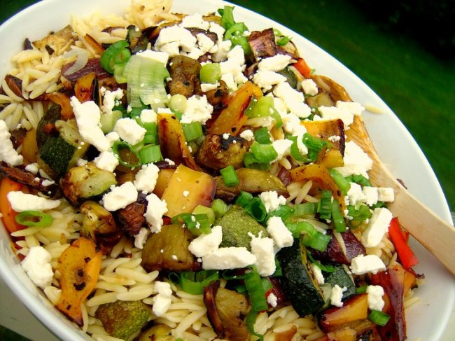 Κριθαράκι με ψητά λαχανικά και φέτα