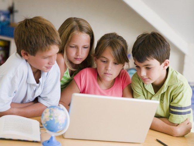group-of-kids-computer