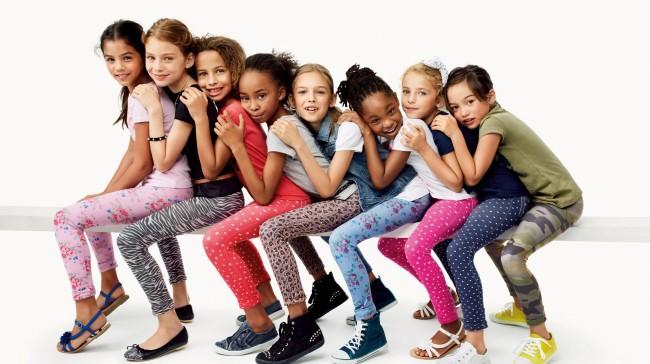 28bea4b54b4 Jeggings: Το ανοιξιάτικο must-have για τα κορίτσια από την Benetton. Η  παιδική συλλογή της United Colors ...