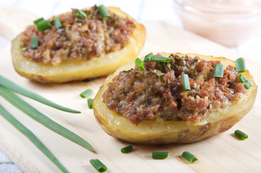 stuffed_potato_recipe_onion_carrot_celery_ground_beef_clove_tomato_worcestershire_cheese_1352335645