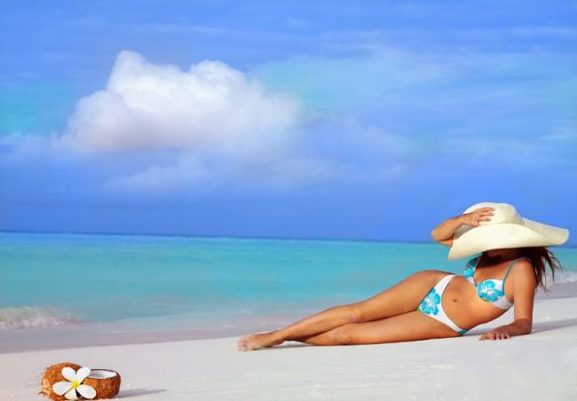 Woman_in_Big_White_Hat_Beach