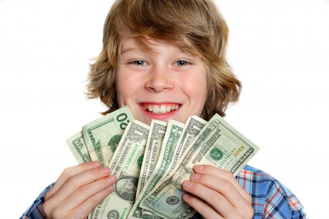 Πώς να διδάξετε στο παιδί σας τις βασικές αρχές διαχείρισης των χρημάτων