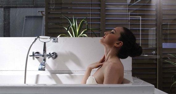 sexy-girl-in-bath-shower