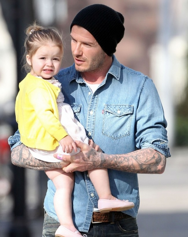 victoria-david-beckham-day-out-with-harper-09