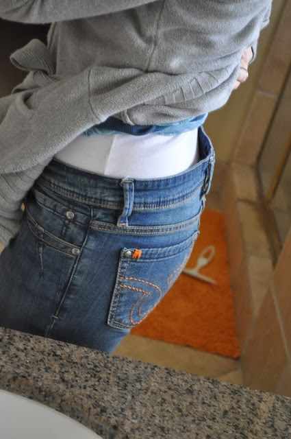 Easy-DIY-Fix-for-Loose-Jeans (1)