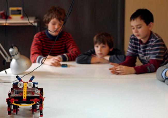 Τα παιδιά έρχονται σε επαφή με την εκπαιδευτική ρομποτική και την επιστήμη