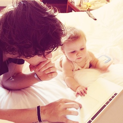 harry-styles-playing-with-baby-lux-one-direction-cute-adorable
