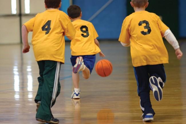 kids-playing-basketball