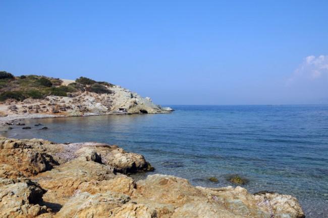 2steps_places_beach_mavro_lithari_saronida_attika_008