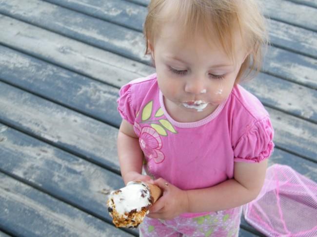 Alyssa eating ice cream 017