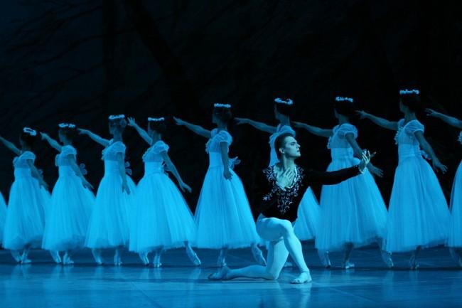 Ο θρύλος των Bolshoi Yuri Grigorovich φέρνει τη «Ζιζέλ» στο Μέγαρο Μουσικής Θεσσαλονίκης (12,13,14/9)