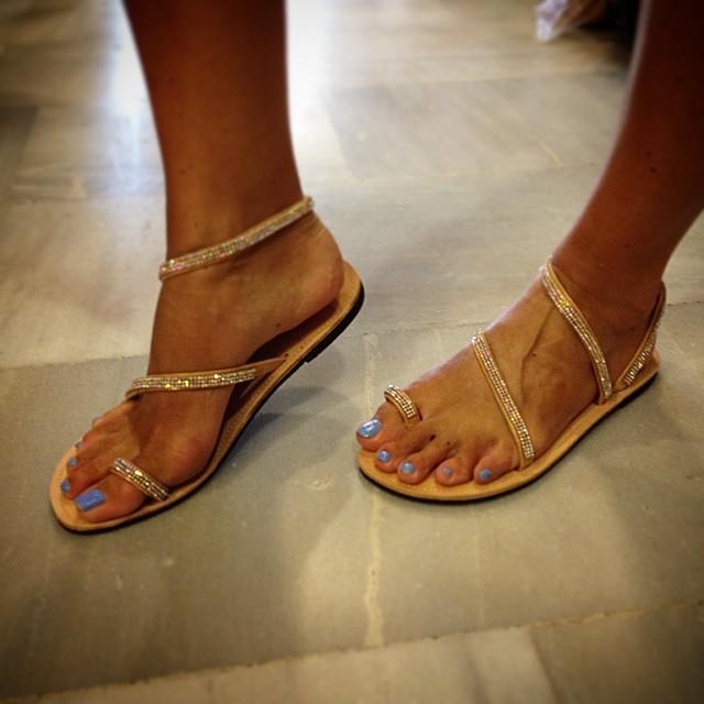 Greek-sandals.com  Τρυπώσαμε στο εργαστήρι και είδαμε πώς φτιάχνονται τα  διάσημα χειροποίητα σανδάλια. 10407795 810102102355488 3460937820437652509 n 57ca7d9c656