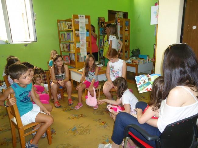 «Όχι… είναι βιβλίο!» μας λένε τα παιδιά στην Αλεξανδρούπολη (17/7)