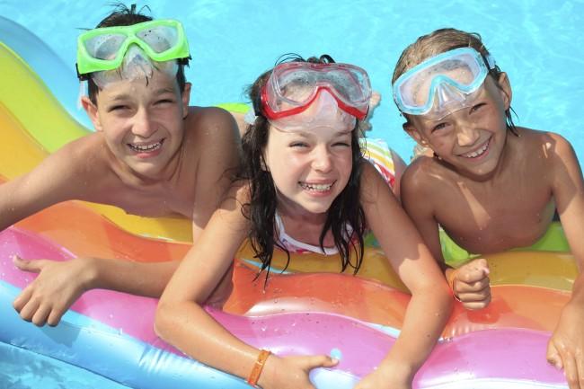 3-kids-in-pool