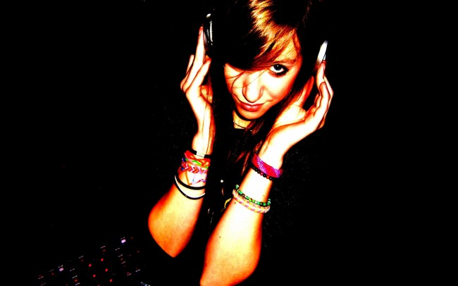 Headphones-Women-Music-Teen-Wallpaper
