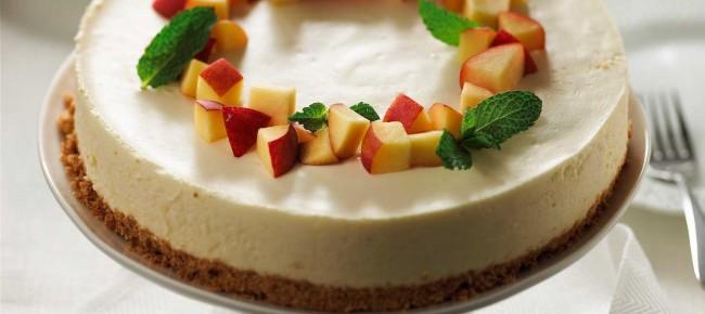 fluffy-peach-cheesecake