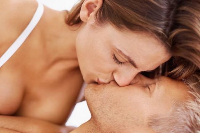 kissing-couple-