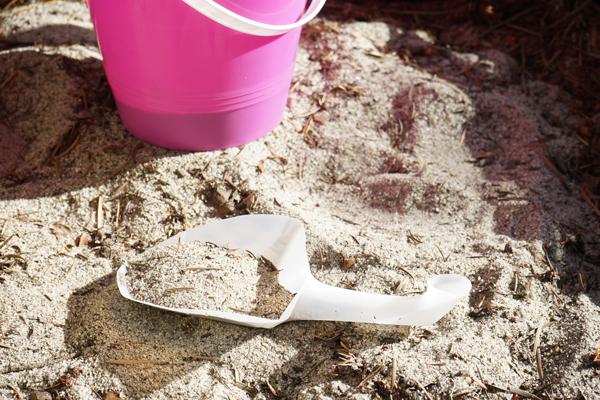 shovel-in-sand