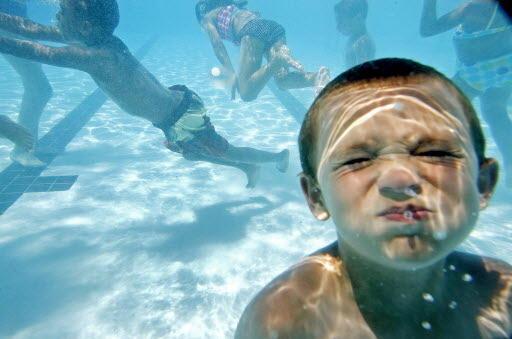 «Το αυτί του κολυμβητή»: Όταν οι πολλές βουτιές βουλώνουν τα αυτιά μικρών και μεγάλων