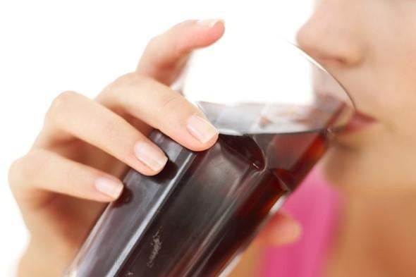 woman-drinking-diet-cola590cm02102011