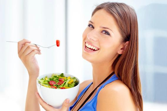 130717_FOOD_WomanLaughingAloneWithSalad.jpg.CROP_.article568-large