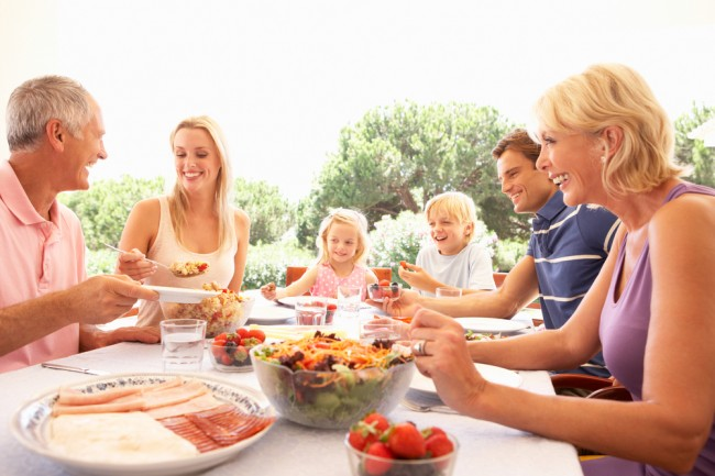 Family_lunch_summer