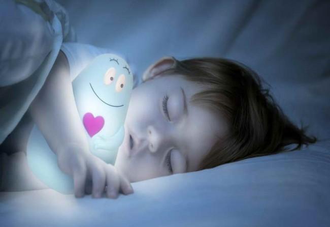 Lumilove-Night-Light-with-baby-sleeping