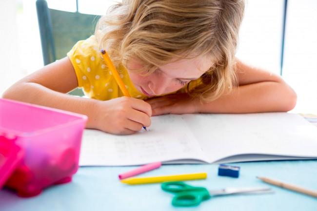 «Δεν μας έβαλε τίποτα η δασκάλα για αύριο»: Το πιο συχνό ψέμα του μαθητή και πώς να το αντιμετωπίσετε