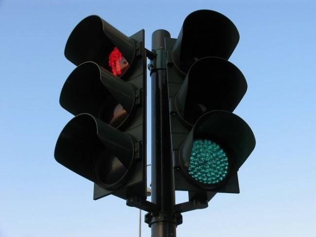Γιατί τα φανάρια έχουν πράσινο, κόκκινο και κίτρινο χρώμα;