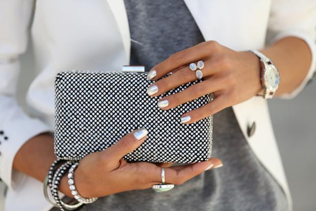silver-chrome-nails