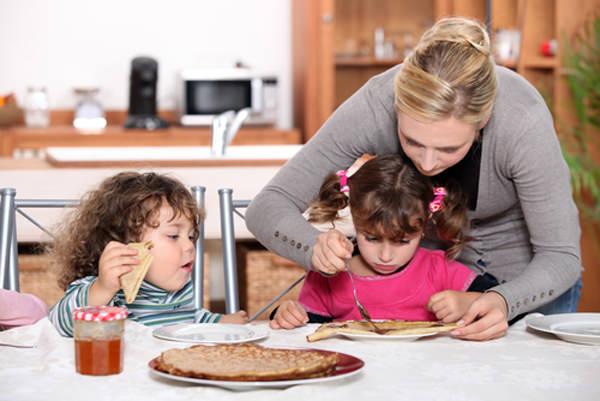 kids-eating-cleaning-their-plates