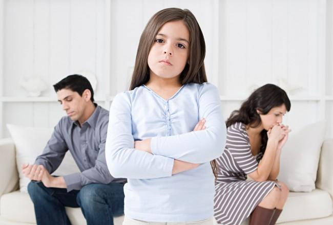 o-PARENTS-FIGHTING-KID-facebook