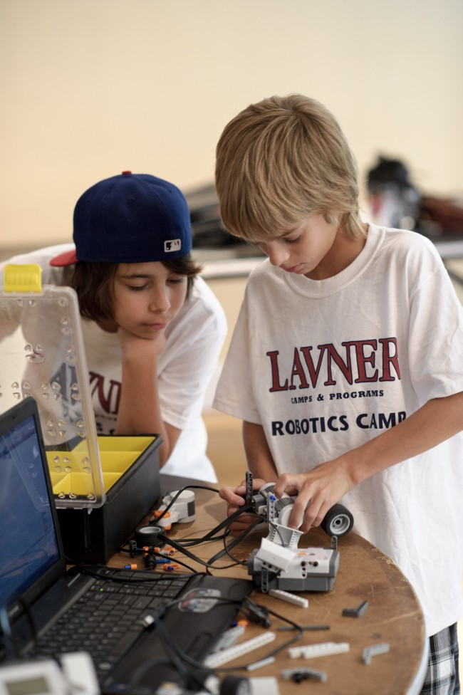 Kids-at-Robotics-Camp-2-Lavner