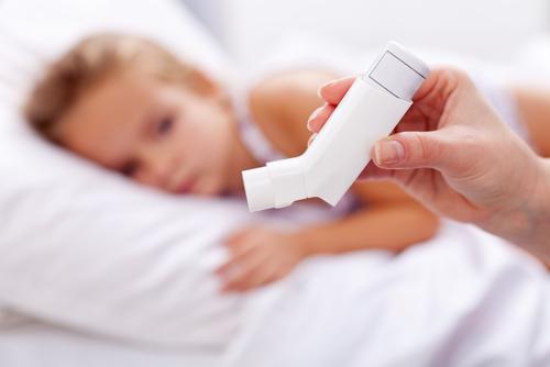 Πώς θα βοηθήσουμε το ασθματικό παιδί – Είναι ασφαλή τα εισπνεόμενα κορτικοστεροειδή – Αιτίες κι αντιμετώπιση παιδικού άσθματος