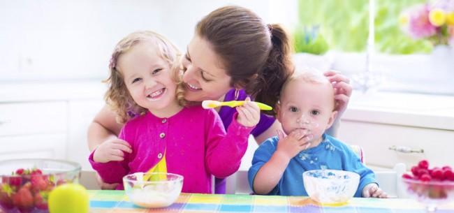 food-allergy-mom-kids-S-509828587